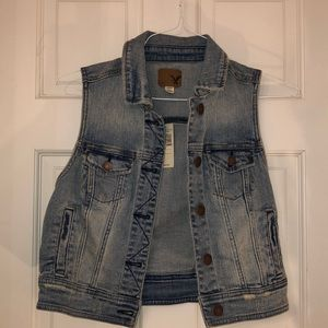 NWT American Eagle Denim Vest size small